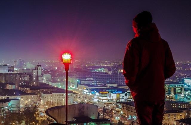 muž, město, lampa