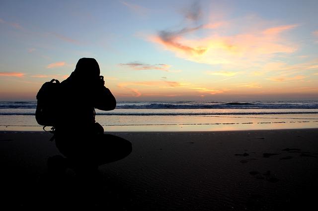 člověk, pláž, moře, západ slunce