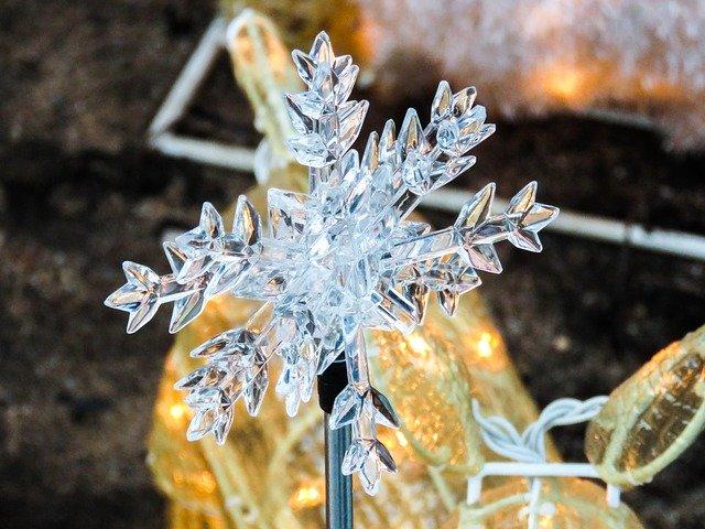 plastová sněhová vločka.jpg