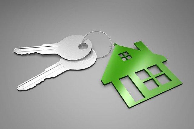 dva klíče a domek