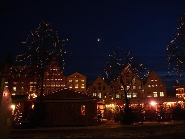 vánoční trhy v historickém jádru města.jpg