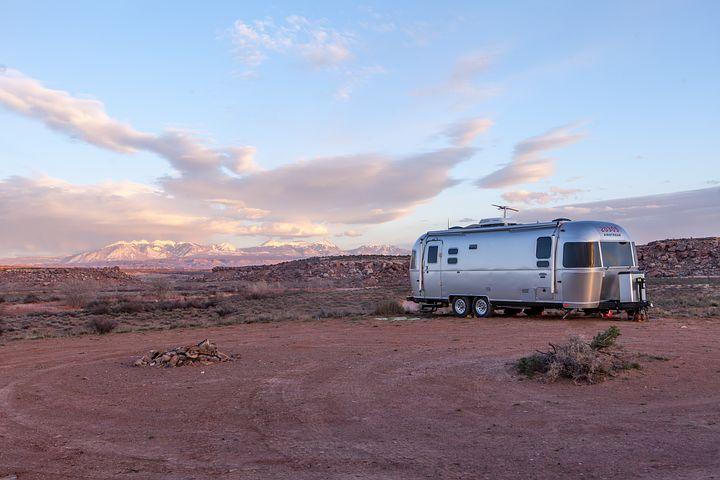 mobilní dům v poušti